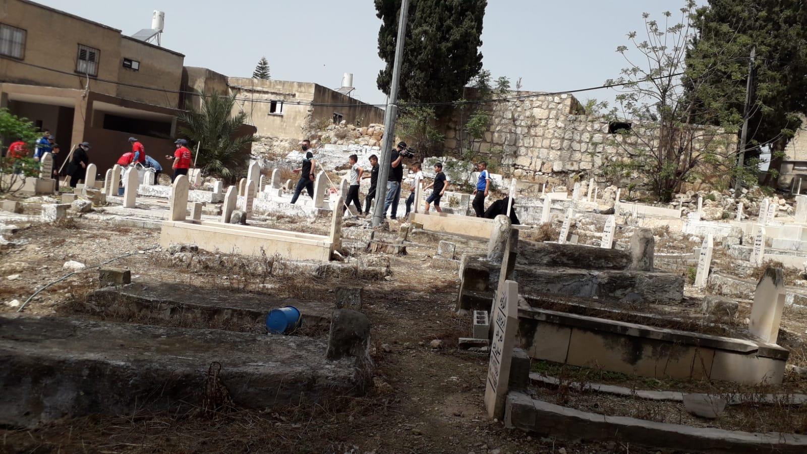 صور من فعالية تنظيف المقبرة الشرقية